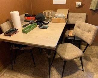 Vintage kitchen table, 6 chairs, 2 leaves