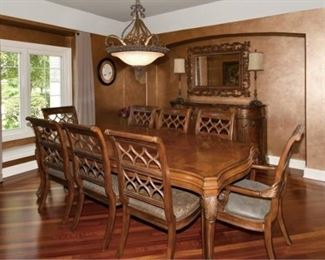 Walter E Smithe Dining room table with 8 chairs + 1 leaf