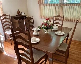 Dining table & chairs with 2 leaves