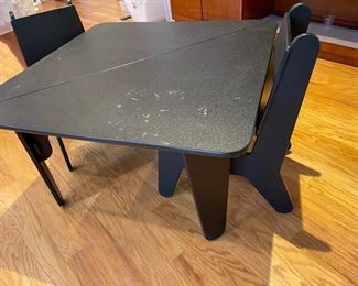 kids table and chairs black