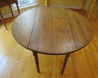 PINE DROP LEAF TABLE.
