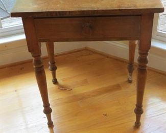 1 DRAWER TABLE WITH 1 BOARD TOP.