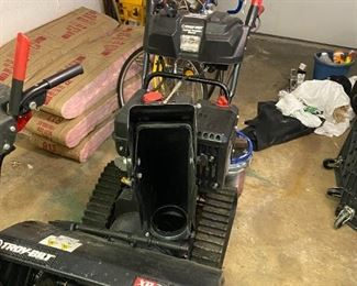 brand new snow blower bought in March 2021 for $2000 asking $1500 OBO Call if you want it before sale starts!