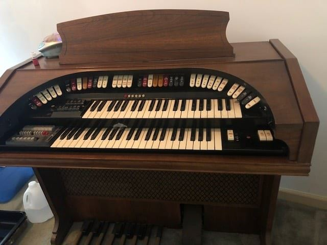 Conn 650 theater organ and 2 Leslie speakers