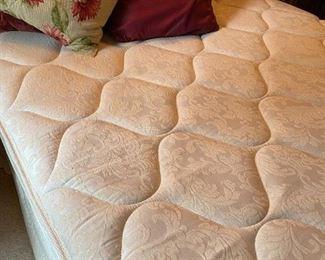 Full size mattress like new