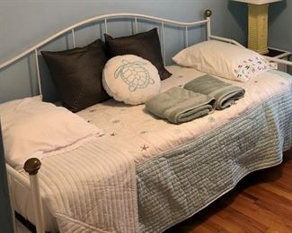 Trundle bed, 2 twins