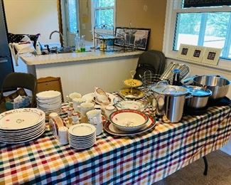 Very nice kitchen items