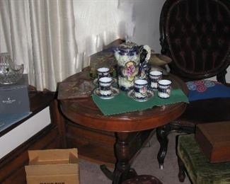 Nice round table and chocolate set