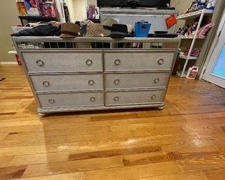 6 drawer dresser with mirror trim