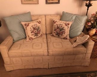 Very nice small Sofa