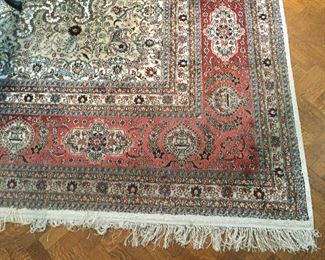 Oriental area rug approx. 10' x 14' exquisite pattern and colors