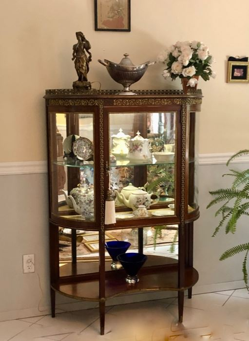 Lovely display pieces and collectibles