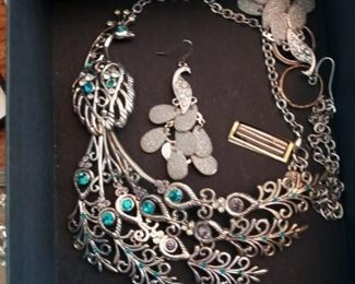 Lots of beautiful vintage jewelry