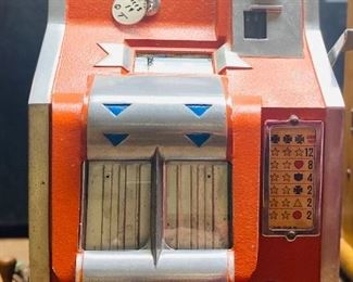 Mills Q-T One cent slot machine 1930s works with key