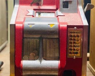 Mills Q-T nickle slot machine 1930s  With key