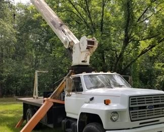 Ford F8000 Crane Truck42,000 miles20 ft JIB with man basket