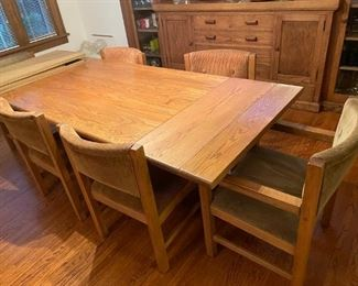great dining room table with two leaves and pads and six chairs