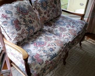 Traditional Love Sofa