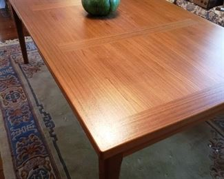 Fabulous Danish Modern Table - with pull out leafs. This is a just wonderful!