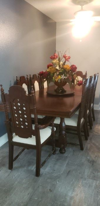 Ricardo Lynn & Co.  Teak dining table with 3 leaves & 8 chairs