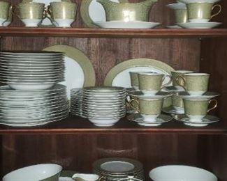 12 place setting + extra pieces   Sango China made in Japan - Versailles pattern