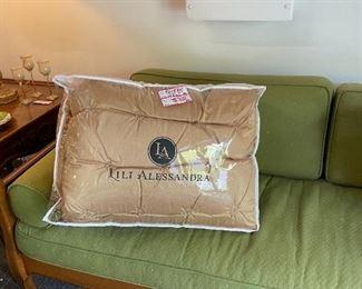 Queen size brand new comforter