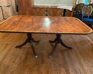 Double Pedestal Ethan Allen Din ing Table with 2 Large leaves!! Excellent condition, also has protector pads