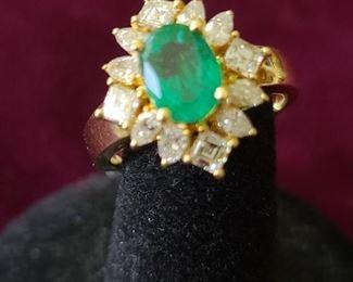 18k custom 2 carats super fine emerald ring. Total diamond weight 1,90 VS 2 quality, size 6.5.. $2500