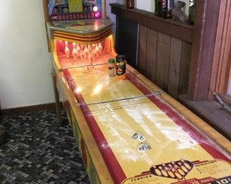 1 L070 Chicago Coin Vintage Bowling Game