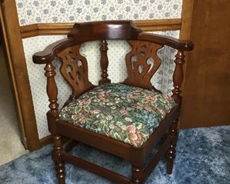 F001 Unique Corner Chair