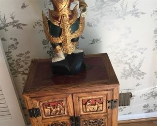 Figurine and wood chest/Cabinet