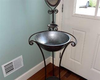 Vintage Wash Basin w/Mirror!