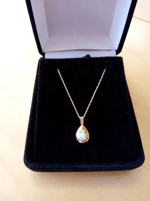 """Opal with 18"""" chain 10k"""