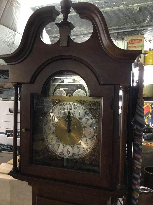 1B001 Howard Miller Grandmother Clock