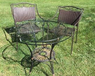 B004 Patio Table And Chairs