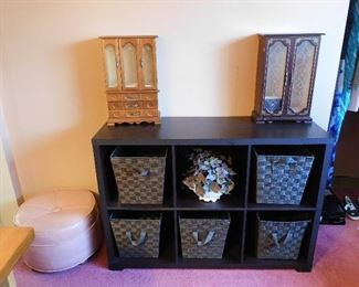 Cubby unit with 5 baskets