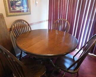 Beautiful dining room table with 4 chairs