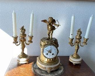 French Clock Girandole setcupid - clock does not have internal pendulum