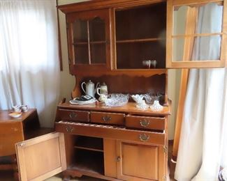 Maple Hutch, Sprague Carlton furniture, Early American Style;   Shelves behind glass doors, 3 small drawers, one  felt lined for silver; long linen drawer, shelf behind two lower doors.  condition excellent