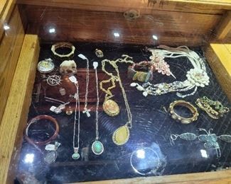 100s of FANTASTIC Jewelry items