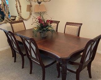 Beautiful Dining room table/upholstered chairs/6 with 2 leafs