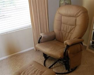 CHAIR W/FOOT STOOL