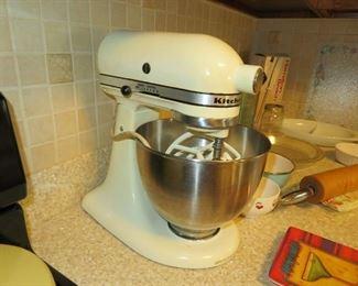 KitchenAid Mixer, Very Nice!