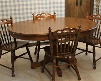Dinette Set in Exceptional Condition