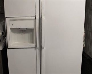 GE Side by Side Refrigerator with icemaker.  Nice.