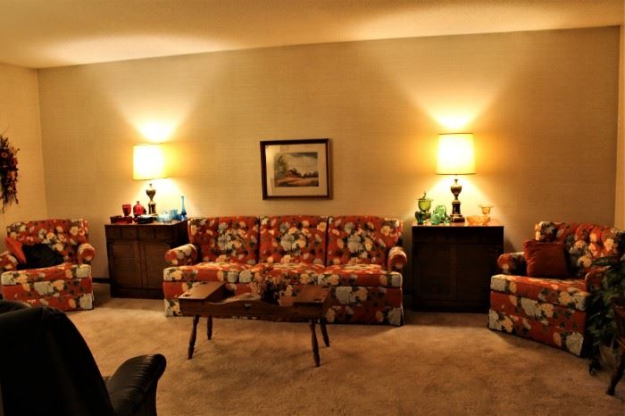 Nice collection of like new Ethan Allen furniture.
