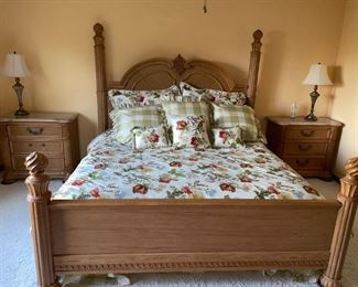 Thomasville Bedroom Set King Bed & Night Stands!