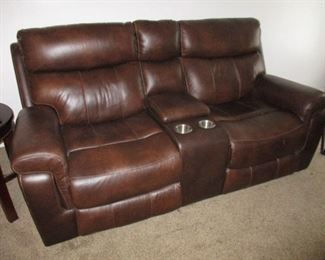 Broyhill Elect. Double Recliner Loveseat