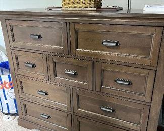 Dresser $600