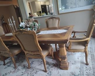 Quality DREXEL Furniture. Table with 2 Arm Chairs & 4 side Chairs